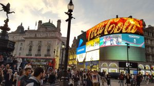 Piccadilly Circus Tourists 2016